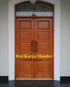 Pintu panil Jati